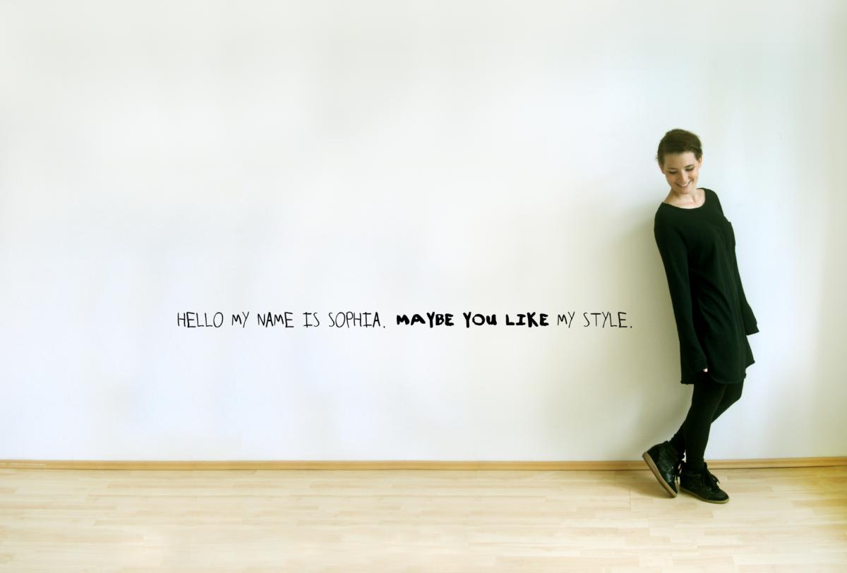 WHAT I WEAR – White Wall Black Dress