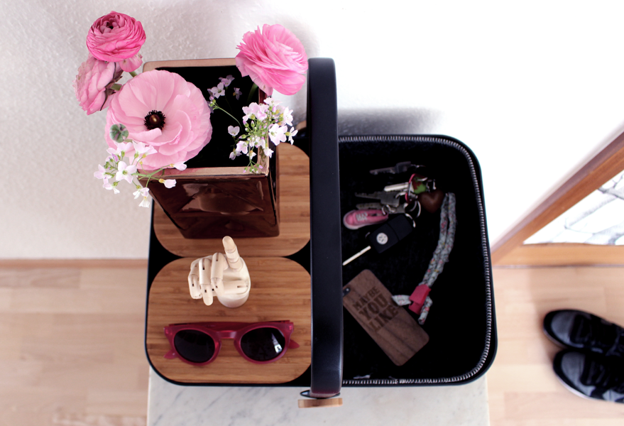 92d195d9031 And there is space to arrange pretty things, too! Fresh flowers, favorite  sunnies and the famous wooden hay hand! Check the whole Menu range on  connox.de!