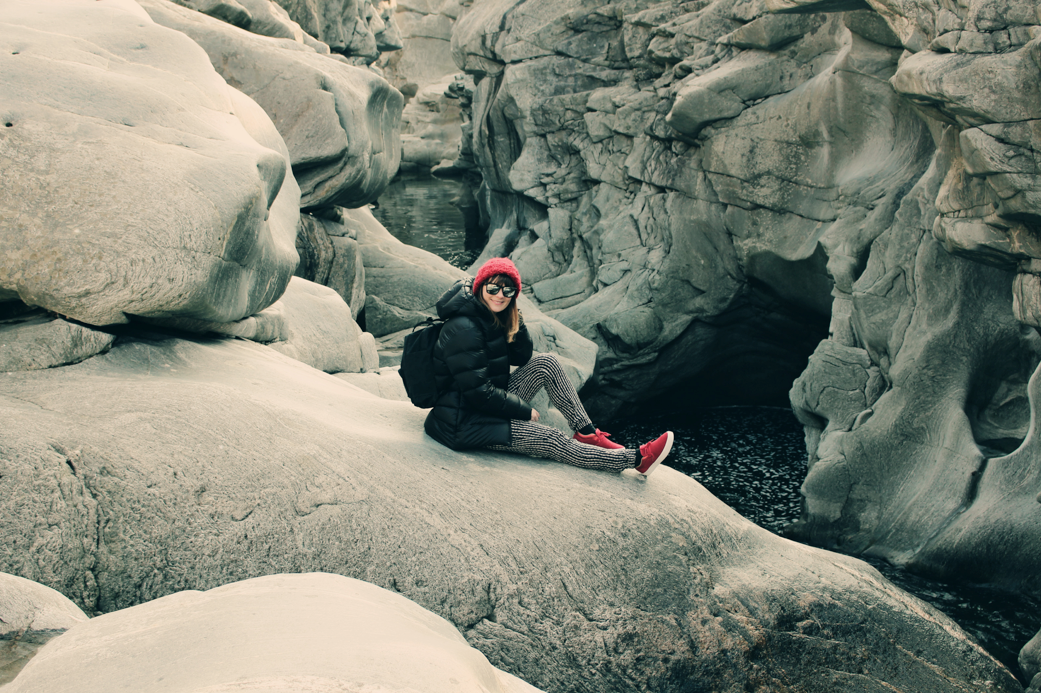 What I wear – Black & Red on Rocks