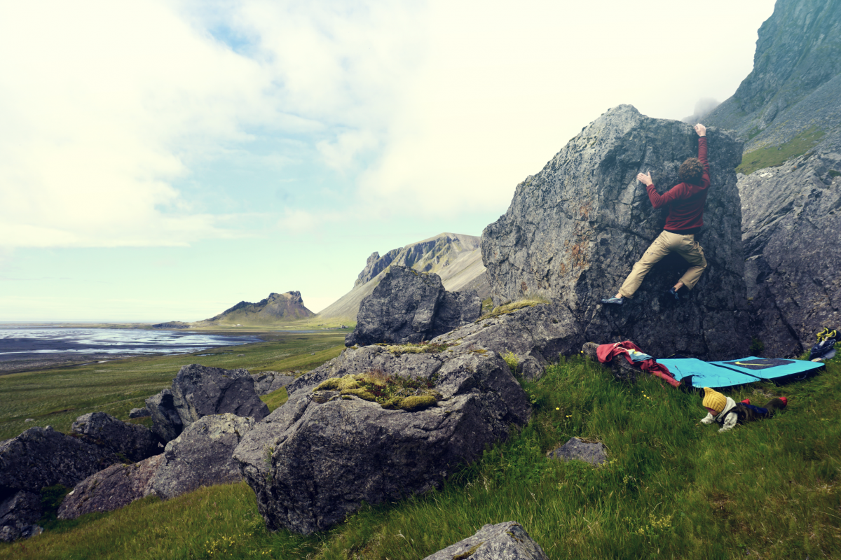Around Iceland – Bouldering Vestrahorn & ON A Black Beach